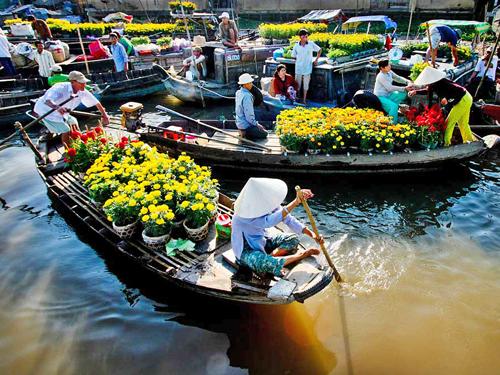 Chợ tết trên sông náo nhiệt, tập nập xuồng ghe giao thương