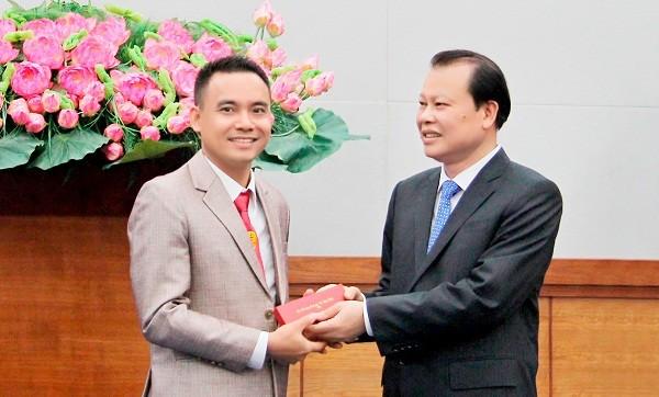 Anh Hoàng Ngọc Gia nhận danh hiệu Doanh nhân trẻ khởi nghiệp xuất sắc 2015