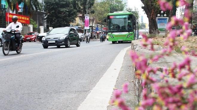 Tuyến buýt nhanh BRT01 có lộ trình Yên Nghĩa-Kim Mã ngày càng tăng về sản lượng hành khách. (Ảnh: Thi Uyên/Vietnam+)