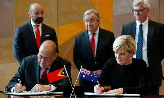 Lễ ký hiệp ước nêu trên diễn ra tại trụ sở Liên hợp quốc trước sự chứng kiến của Tổng Thư ký Liên hợp quốc Antonio Guterres vào ngày 6/3. (Nguồn: AP/Vietnam+)