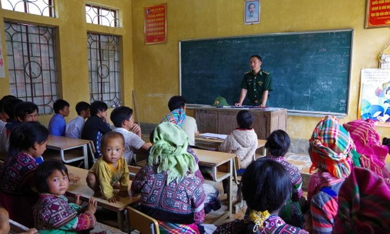 Bộ đội Biên phòng Lai Châu tuyên truyền, phổ biến pháp luật cho đồng bào dân tộc thiểu số. Ảnh minh họa