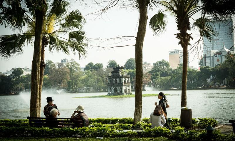 Quang cảnh tại Bờ hồ Hoàn Kiếm (Hà Nội) lúc 9h  hôm nay, 20/3.