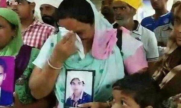 Người nhà của các công dân bị bắt cóc. (Nguồn: ndtv.com/TTXVN)