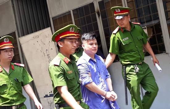 Bị cáo Đỗ Anh Khoa sau phiên xử. Ảnh CAND