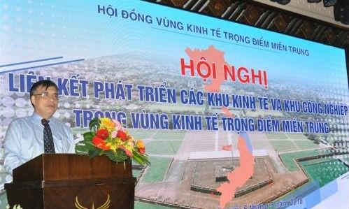 Ông Trần Đình Thiên,  Viện trưởng Viện Kinh tế Việt Nam phát biểu tại Hội nghị