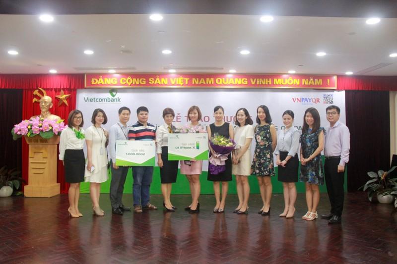 """Hơn 300 khách hàng Vietcombank trúng thưởng trong chương trình """"Tưng bừng mua sắm bằng QR Pay"""""""
