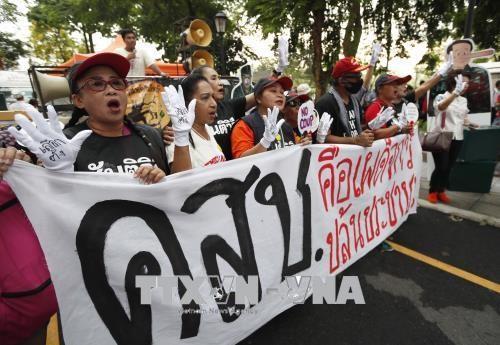 Người biểu tình tập trung tại Băng Cốc, kêu gọi sớm tổ chức bầu cử. Ảnh: EPA/TTXVN