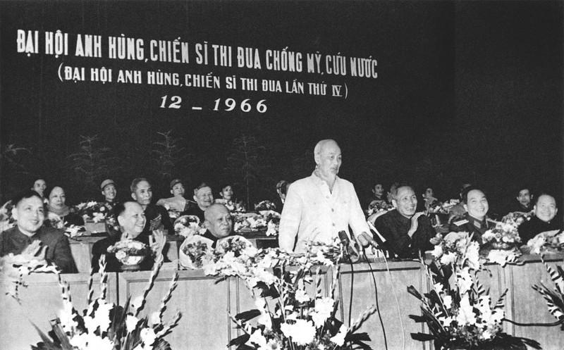 Chủ tịch Hồ Chí Minh thăm và nói chuyện tại Đại hội Anh hùng, chiến sĩ thi đua chống Mỹ cứu nước lần thứ 4 (30-12-1966)