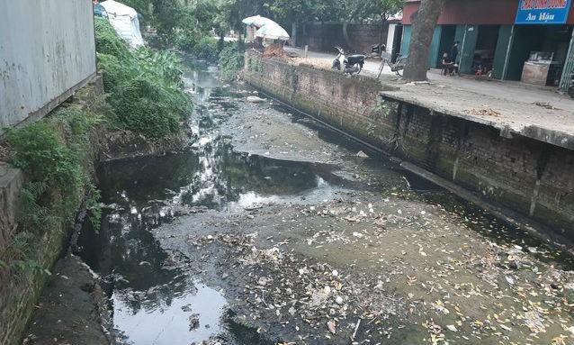 Mương nước chảy qua địa bàn xã Thụy Lâm bị ô nhiễm