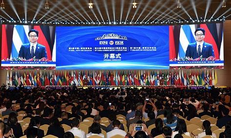 Phó Thủ tướng Vũ Đức Đam phát biểu tại Lễ khai mạc hai hội chợ - Ảnh: VGP/Đình Nam