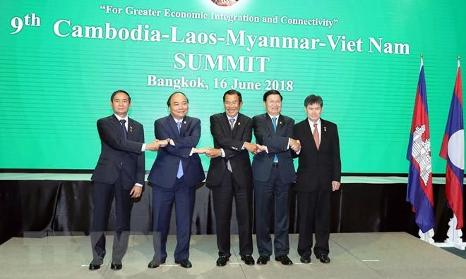 (Từ trái sang phải): Tổng thống Myanmar Win Myint, Thủ tướng Nguyễn Xuân Phúc, Thủ tướng Campuchia Samdech Techo Hun Sen, Thủ tướng Lào Thongloun Sisoulith và Tổng thư ký ASEAN Lim Jock Hoi chụp ảnh chung tại Lễ khai mạc hội nghị. (Ảnh: Thống Nhất/TTXVN)
