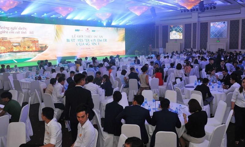Khách hàng có mặt sớm trước sự kiện ra mắt dự án Best Western Premier Quang Binh