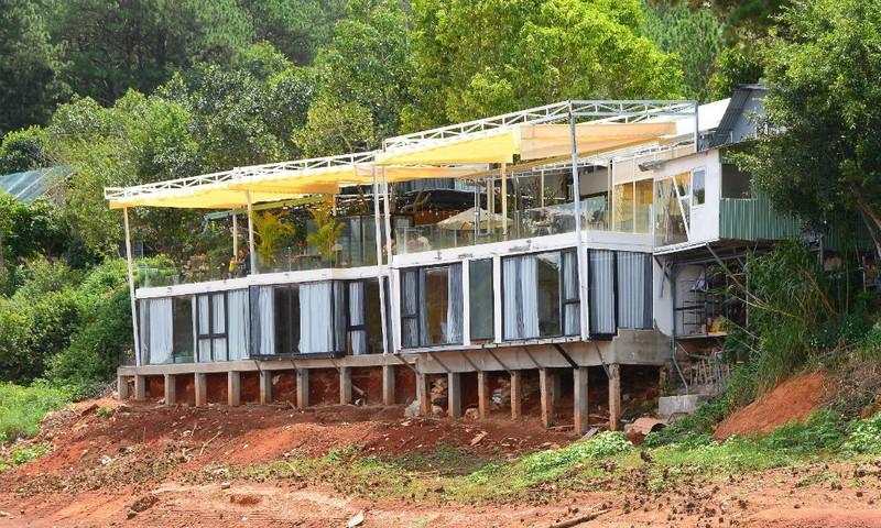 Một góc công trình lấn chiếm, xây dựng trái phép của Công ty TNHH Trà Vườn Thương