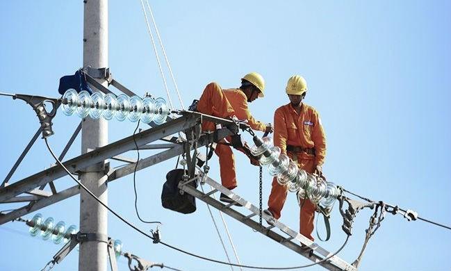 Trong ngành điện, EVN đang có vị trí thống lĩnh thị trường. EVN chi phối trong hoạt động phát điện, độc quyền trong quản lý hạ tầng mạng truyền tải điện và phân phối điện.  (Ảnh minh họa)