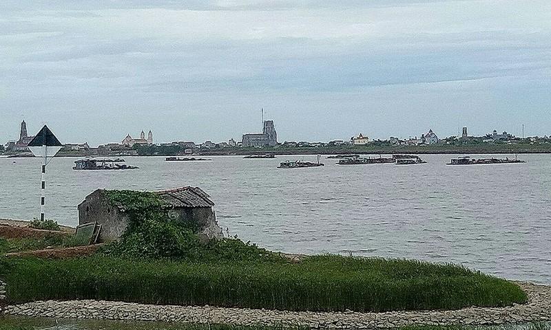 Cty Cổ phần Thủy Sản Xuân Thủy khai thác cát trên sông Hồng