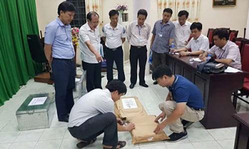 Tổ công tác rà soát công tác chấm thi tại Hội đồng thi Sở Giáo dục và Đào tạo Hà Giang. (Ảnh: Cổng thông tin Bộ Công an)