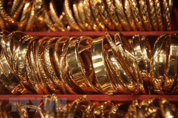 Nhẫn vàng bày bán tại một cửa hàng ở Los Angeles, bang California. (Nguồn: AFP/TTXVN)