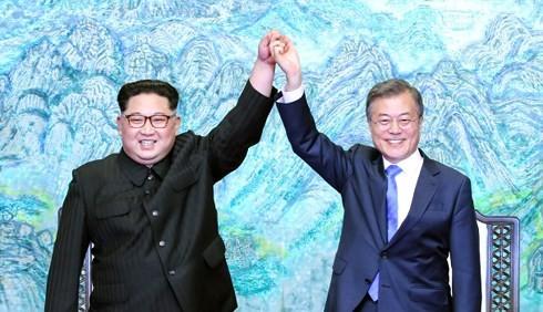 Nhà lãnh đạo Triều Tiên và Tổng thống Hàn Quốc. Ảnh: Getty/VOV