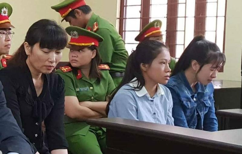Các bị cáo tại tòa. Ảnh VNN