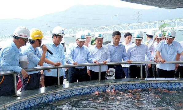Thủ tướng Nguyễn Xuân Phúc kiểm tra hệ thống xử lý nước thải tại Formosa chiều 20/7/2018