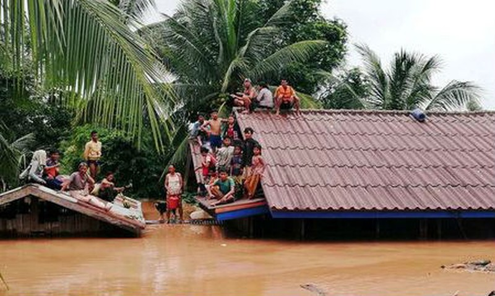 Người dân Lào sơ tán sau khi đập thủy điện XePian Xe Namnoy bị vỡ