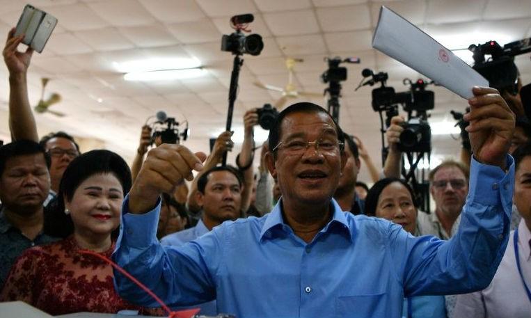 Thủ tướng Campuchia Hun Sen tham gia bầu cử