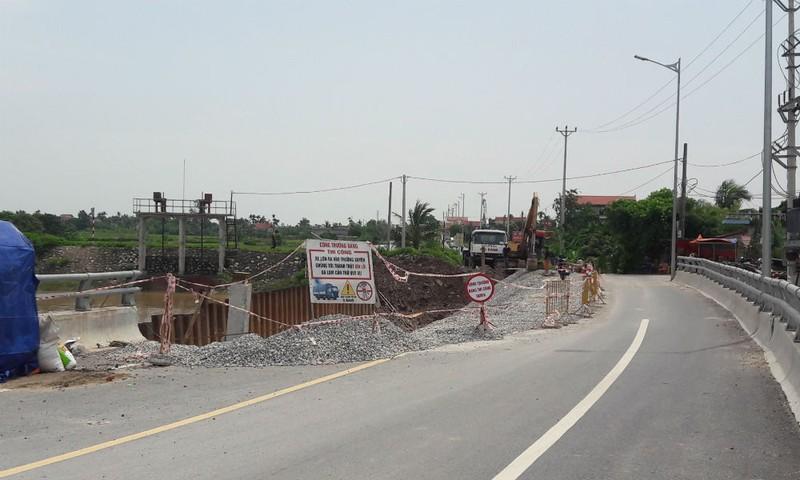 Cầu Đăng bị sạt ta-luy đường dẫn phía bờ Tiên Lãng