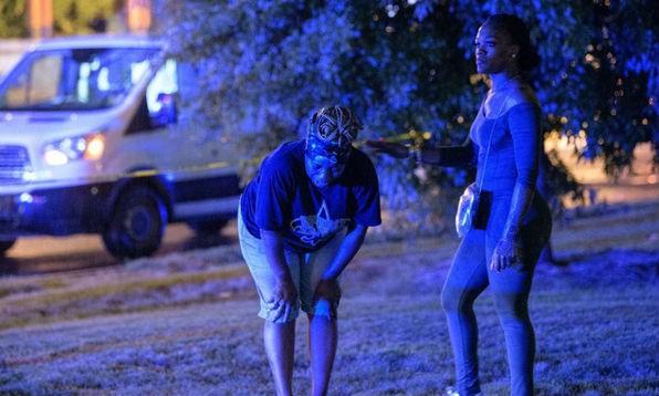 Người dân bàng hoàng sau vụ xả súng. (Ảnh: CNN/VTV)