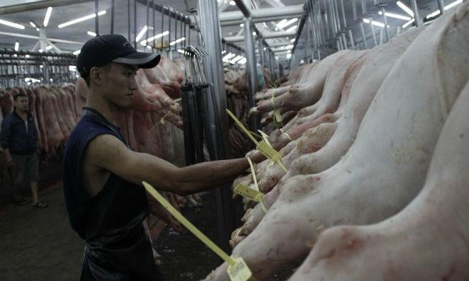 Ở 2 Chợ đầu mối Bình Điền, Hóc Môn, thịt heo phải có vòng truy xuất nguồn gốc mới được vào chợ