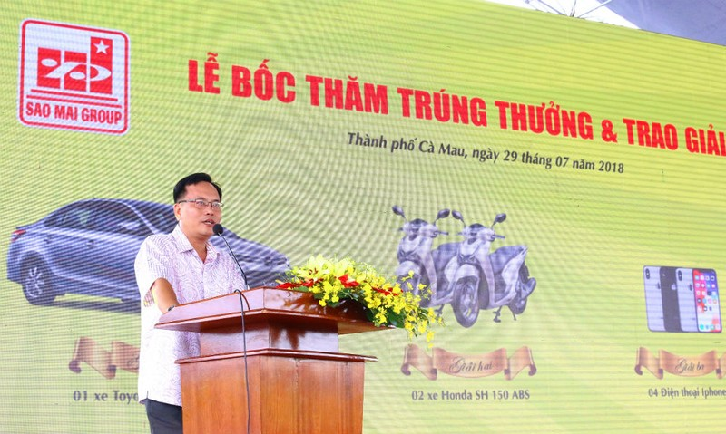 Ông Trần Ngọc Thơ – Phó Giám đốc Ban Quản lý Dự án Đầu tư & Xây dựng TP Cà Mau phát biểu tại buổi Lễ bốc thăm trúng thưởng tại ĐTM Nhựt Hồng
