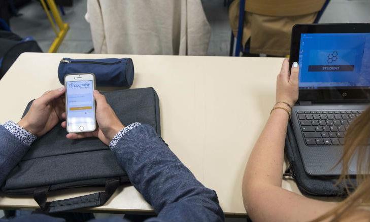 Công ty viễn thông ARCEP của Pháp cho biết, năm 2016, hơn 90% trẻ em Pháp (12-17 tuổi) có điện thoại di động (tăng 72% so với năm 2015)