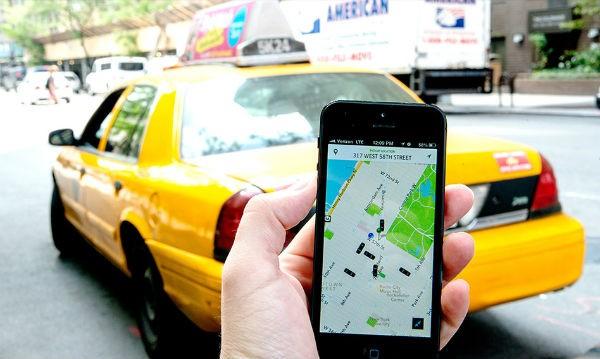 Các hãng taxi công nghệ đang phải đối đầu với chính quyền nhiều thành phố của Mỹ