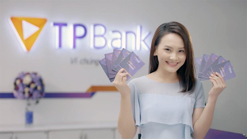 Khách hàng gửi tiết kiệm, mua bảo hiểm, mở thẻ hoặc sử dụng các dịch vụ khác của TPBank đều có hội trúng lớn iPhone, xe, nhà 3 tỷ đồng