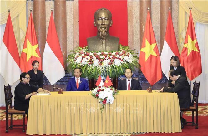 Chủ tịch nước Trần Đại Quang và Tổng thống Joko Widodo chứng kiến lễ ký các văn kiện hợp tác giữa hai nước