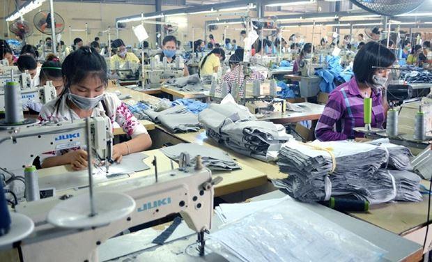 Công nhân làm việc tại Công ty CP May Quảng Ninh