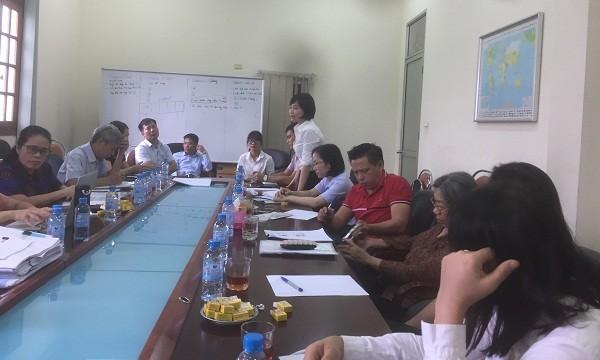 Nhóm khách hàng làm việc với bà Nguyễn Thị Thanh Bình - Phó Ban kiểm soát đặc biệt NHNN