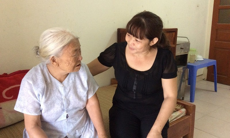Bà Sừng và chị Diệu thắm thiết trong tình cảm mẹ con