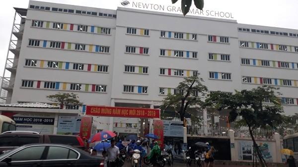 Dù đã chấm dứt hoạt động nhưng trường THCS&THPT Newton vẫn ngang nhiên tuyển sinh