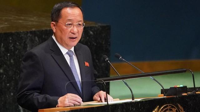 Ngoại trưởng Triều Tiên Ri Yong-ho (Ảnh: Reuters/Dân trí)
