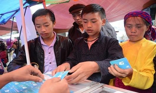 Tìm hiểu về các dịch vụ viễn thông trong phiên chợ tại huyện Mèo Vạc (Hà Giang). Ảnh minh họa
