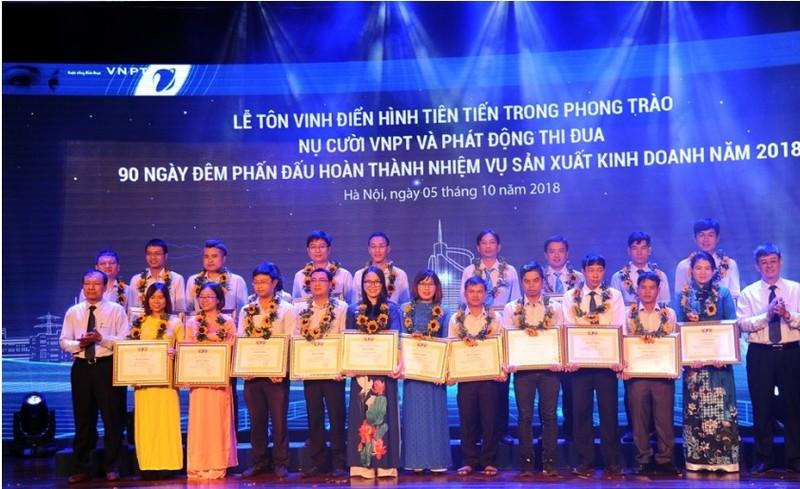 """Nhiều điển hình tiên tiến trong phong trào """"Nụ cười VNPT"""" được tôn vinh trong buổi lễ vừa tổ chức ngày 5/10 vừa qua"""