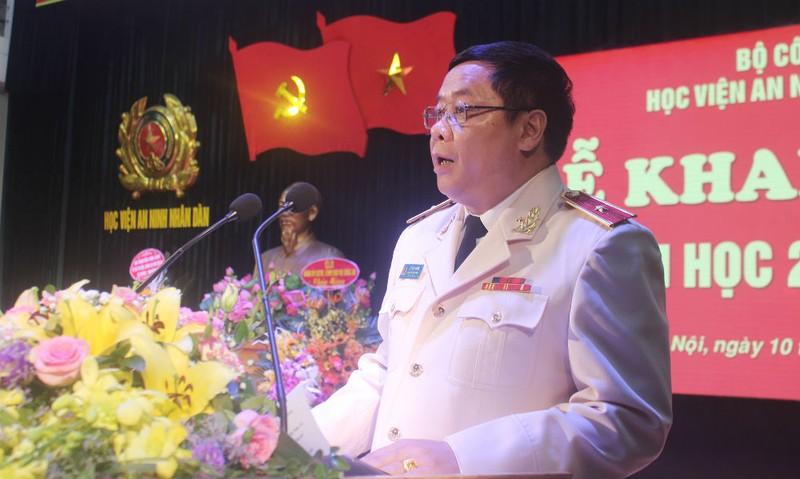 Thiếu tướng Lê Văn Thắng – Giám đốc Học viên An ninh nhân dân phát biểu tại lễ khai giảng