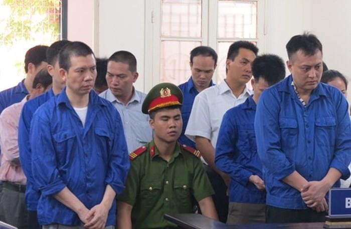 Các bị cáo tại tòa. Ảnh ANTĐ