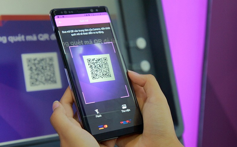 Rút tiền bằng QR Code trên máy ATM an toàn hơn, tiện ích hơn