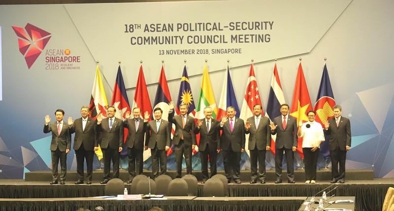 Phó Thủ tướng, Bộ trưởng Ngoại giao Phạm Bình Minh và các đại biểu dự Hội nghị