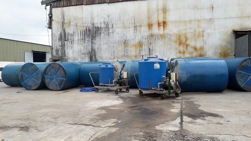 Các thùng hóa chất được vớt thành công