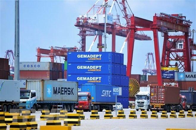 Hàng hóa được xếp tại cảng ở Thanh Đảo, tỉnh Sơn Đông, Trung Quốc. (Nguồn: AFP/TTXVN)