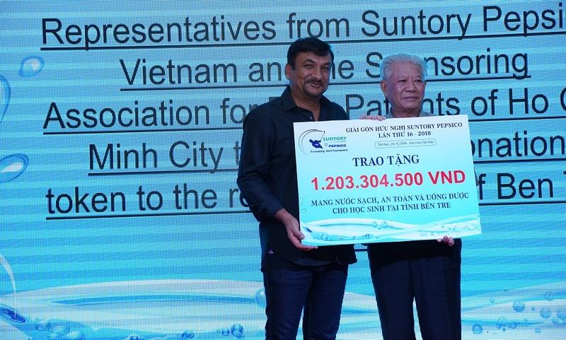 """Suntory PepsiCo Việt Nam gây quỹ được hơn 1,2 tỷ đồng để hỗ trợ chương trình """"nước sạch học đường"""" tại giải gôn Hữu Nghị"""
