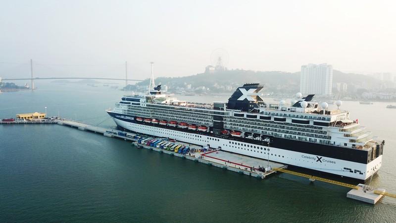 Cảng hành khách quốc tế Hạ Long đón chuyến tàu 5 sao đầu tiên