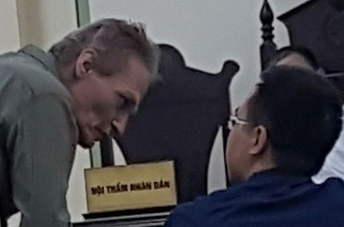 Người đàn ông ngoại quốc xâm hại bé trai Việt lĩnh án tù